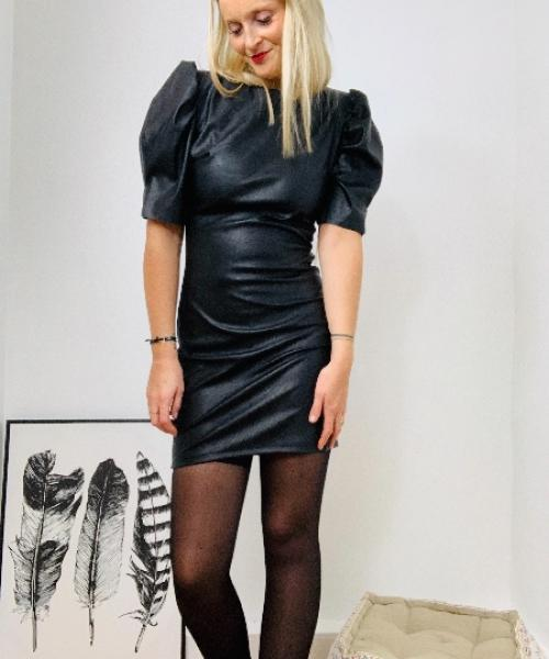 Robe Tania noire en simili cuir manches bouffantes